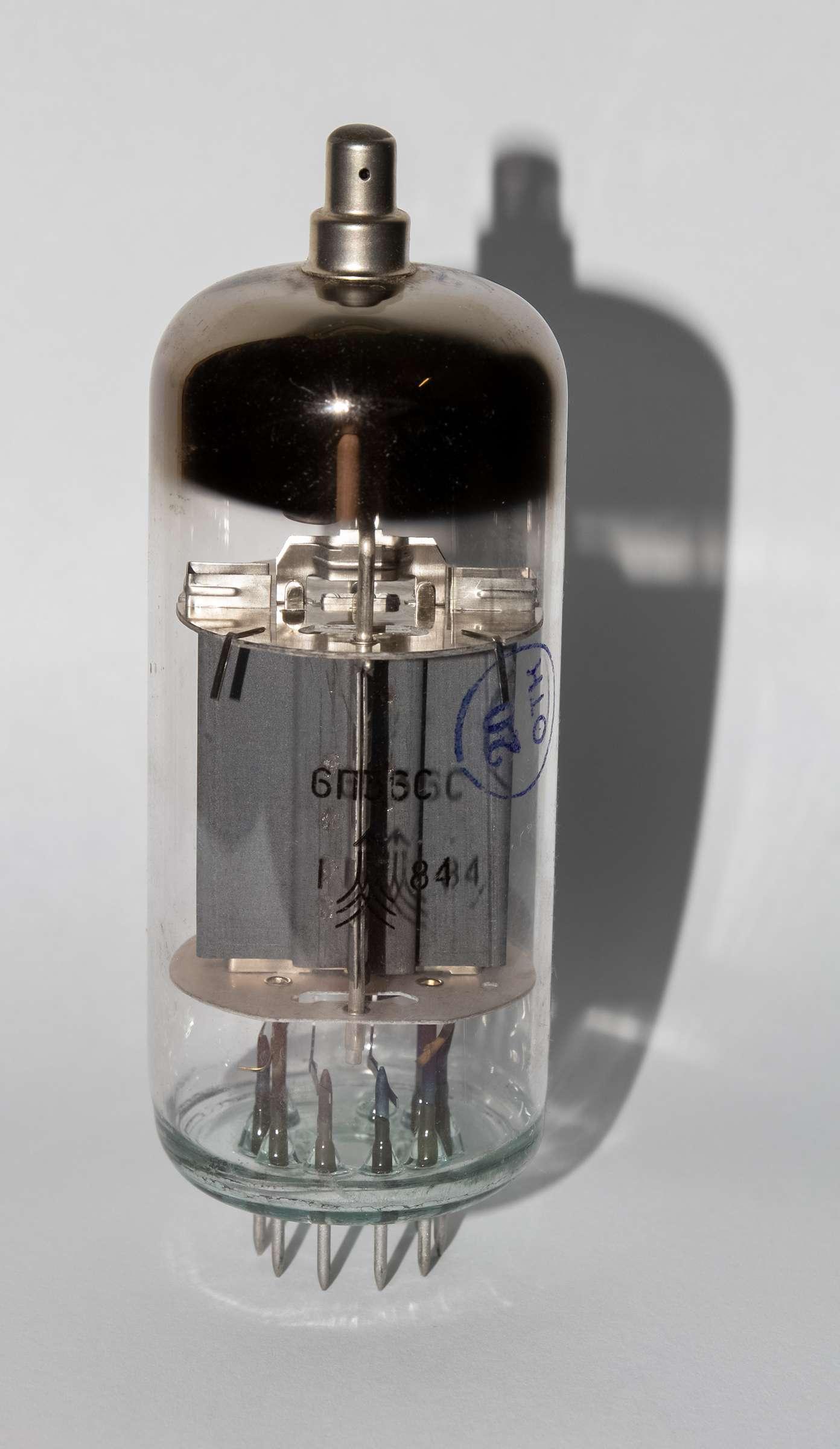Внешний вид радиолампы 6П36С