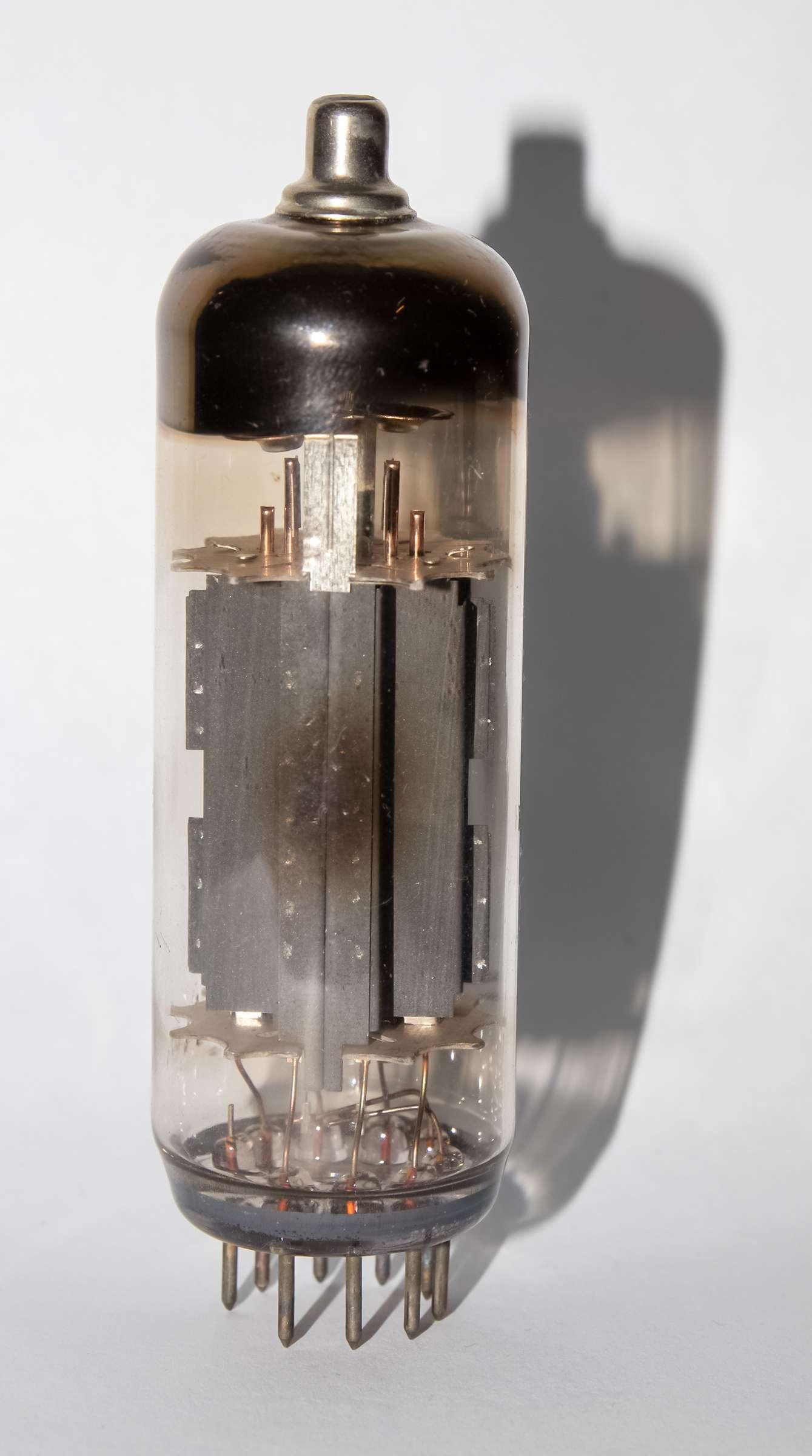 Внешний вид радиолампы 6П44С