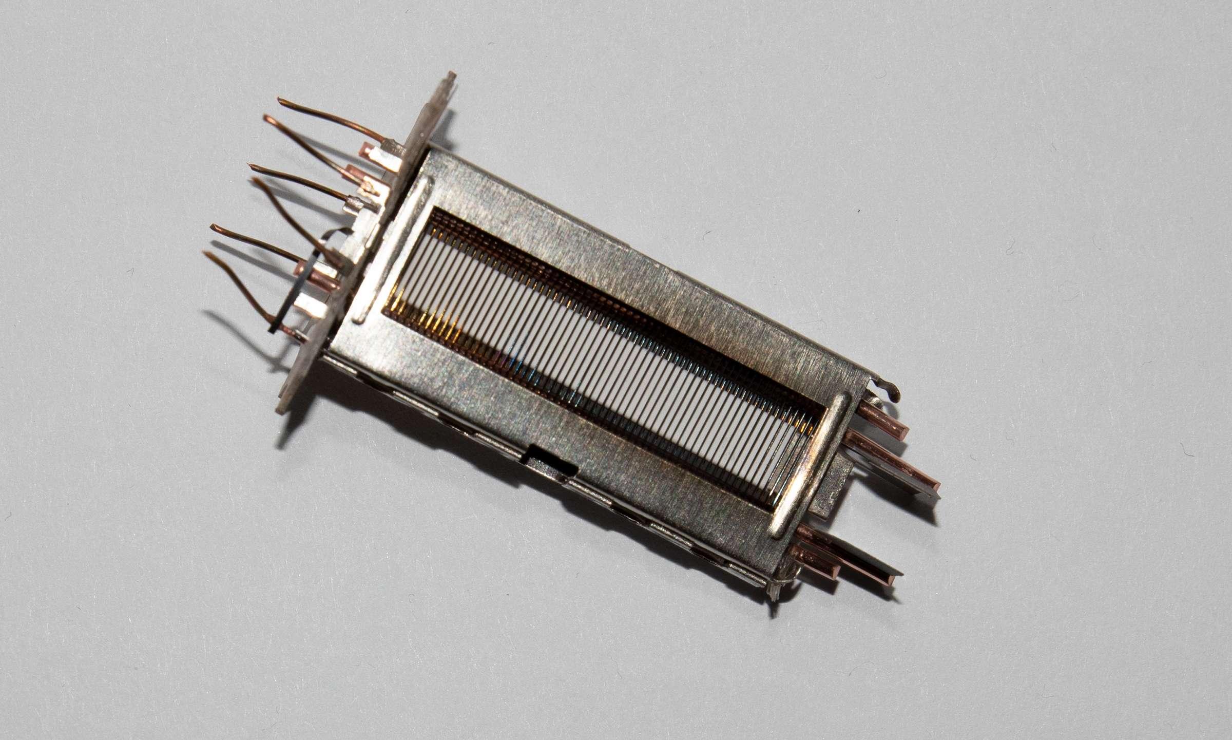 Внутреннее устройство радиолампы 6П44С