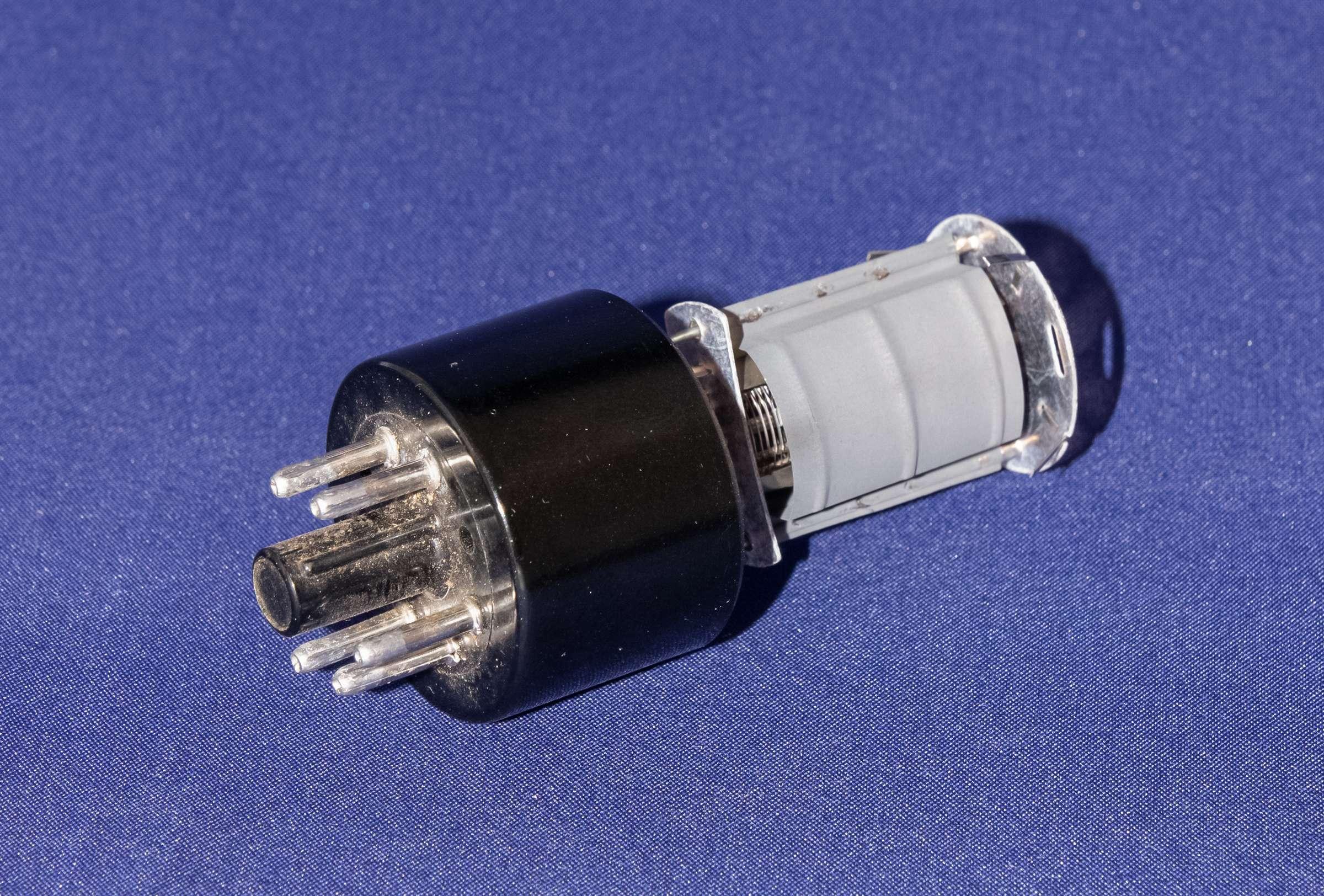 Внутреннее устройство радиолампы 6П6С