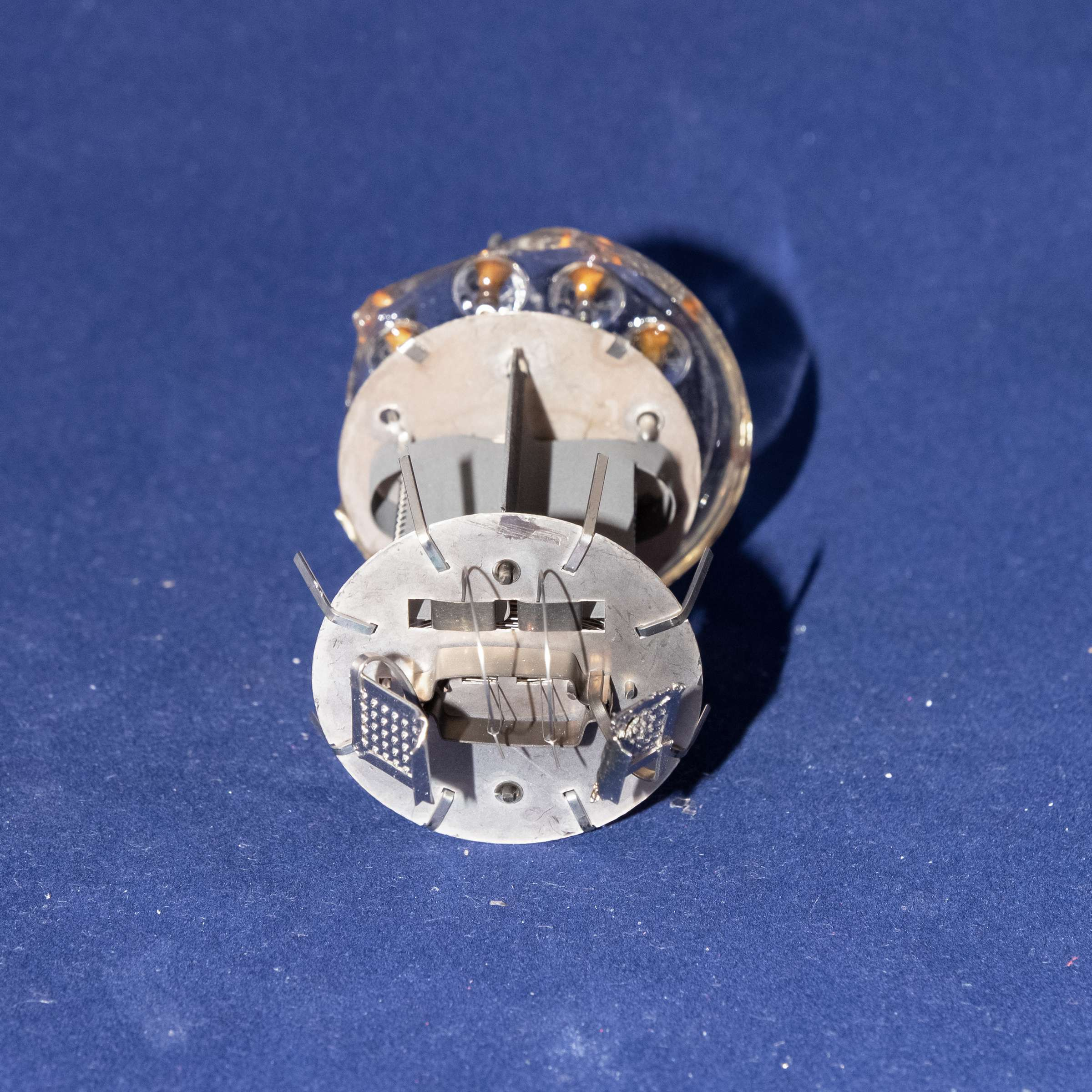 Внутреннее устройство радиолампы ГУ-15