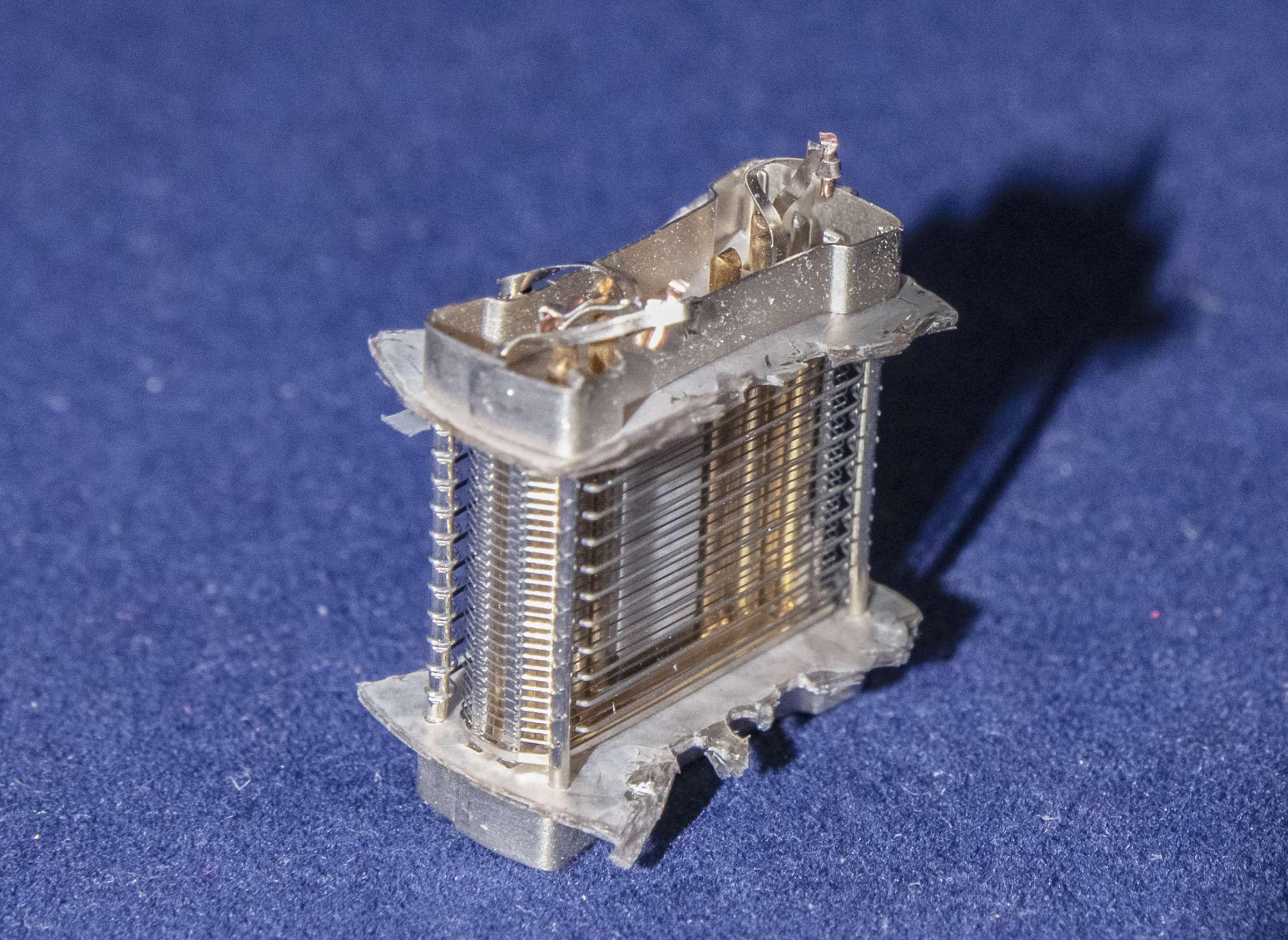 Внутреннее устройство радиолампы 6А4П