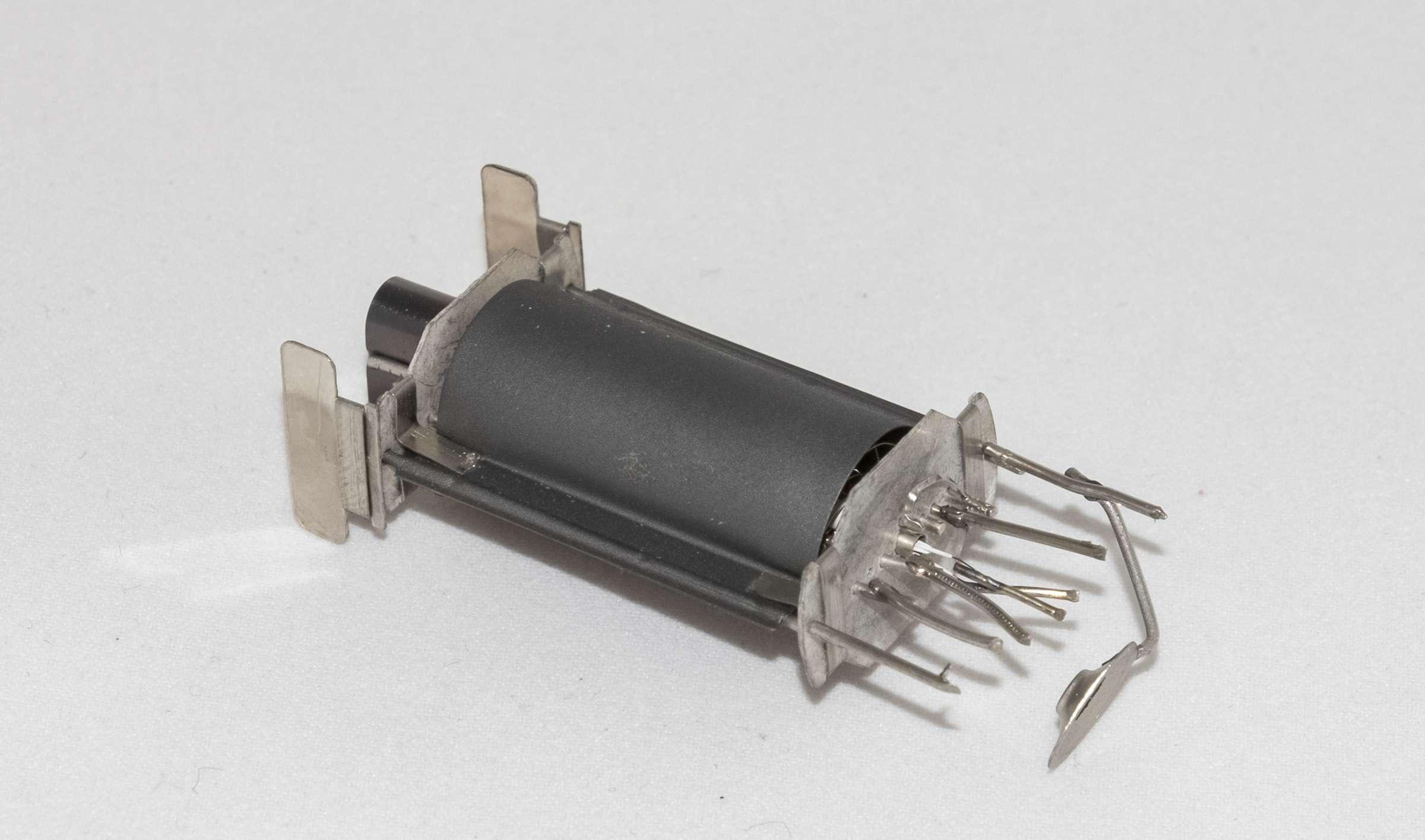 Внутреннее устройство радиолампы 6Ф6С