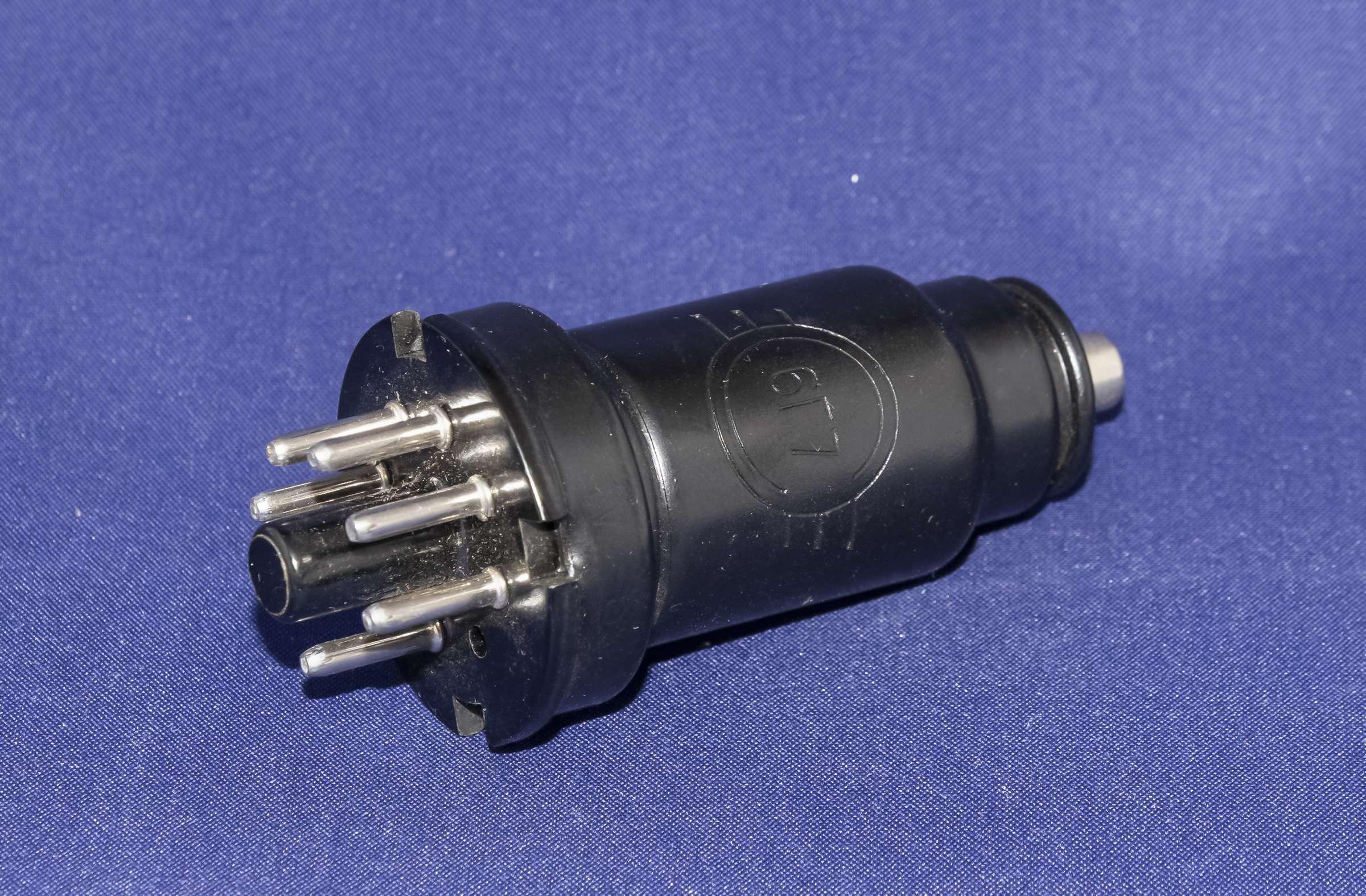 Внешний вид радиолампы 6Г7