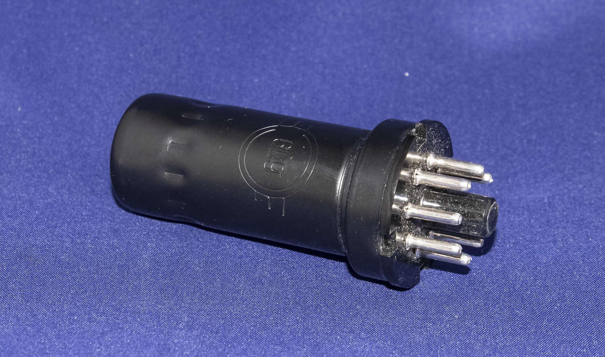 Внешний вид радиолампы 6П9