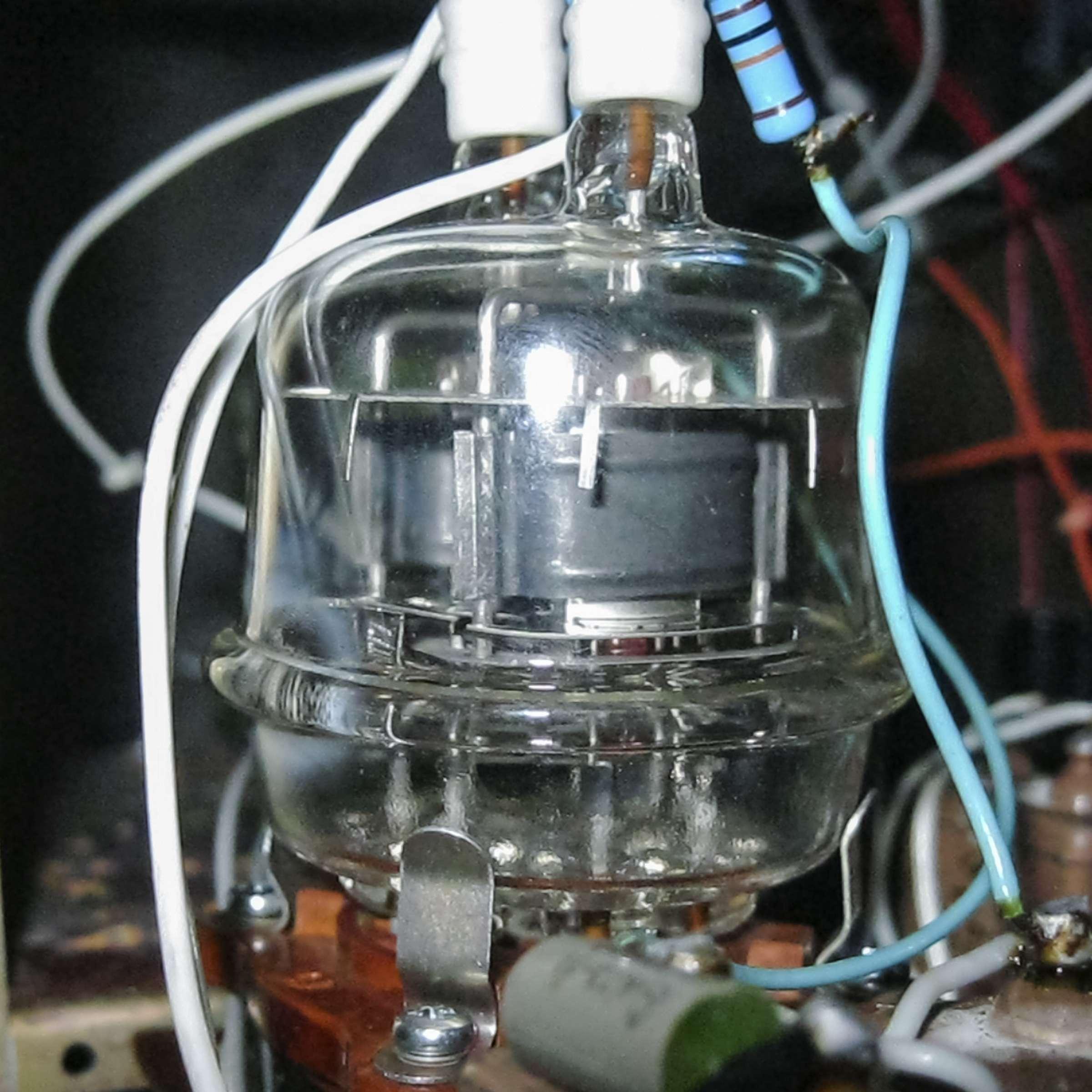 Внешний вид радиолампы ГУ-32 при проведении испытаний