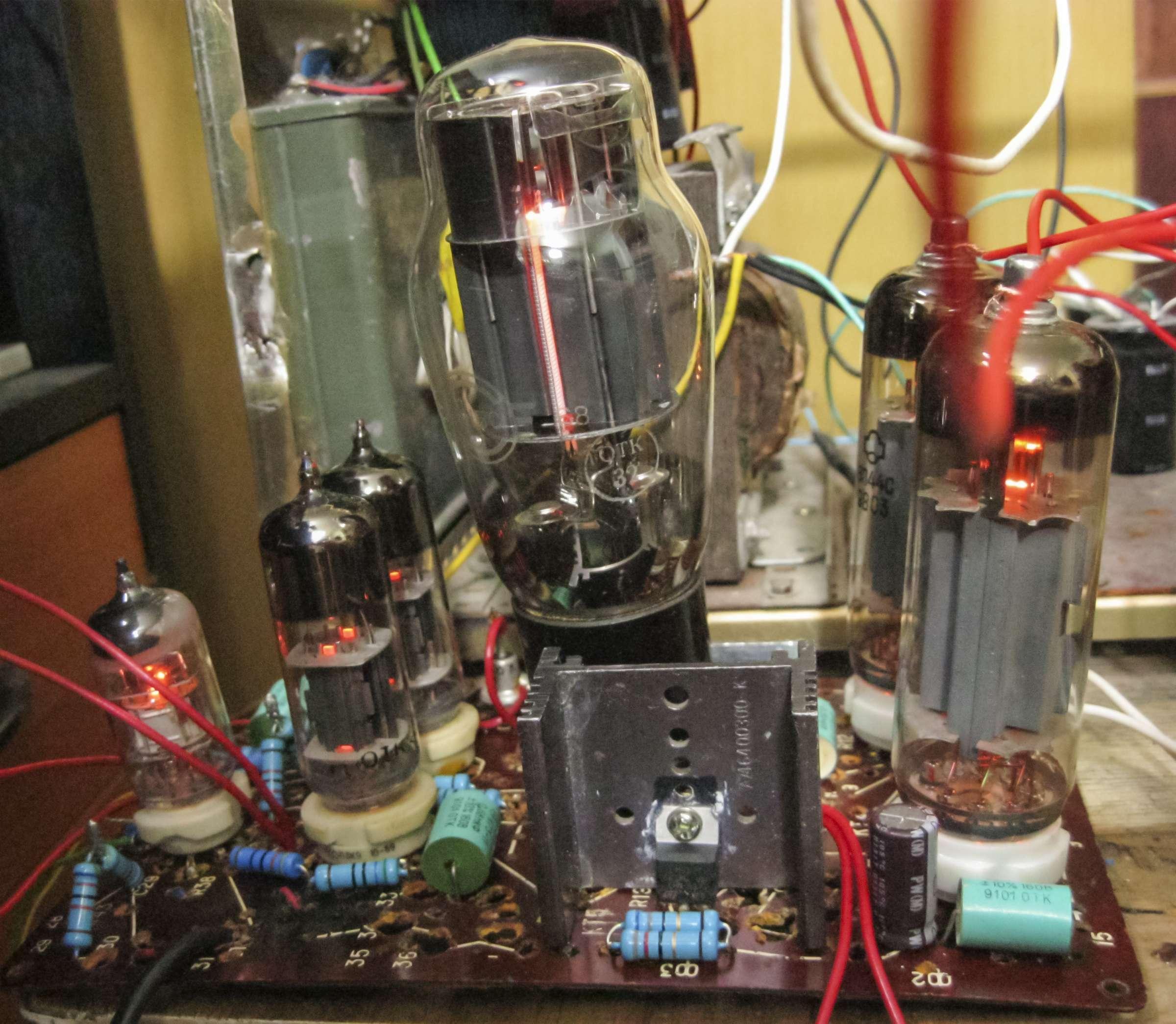 Фото макета усилителя при проведении испытаний