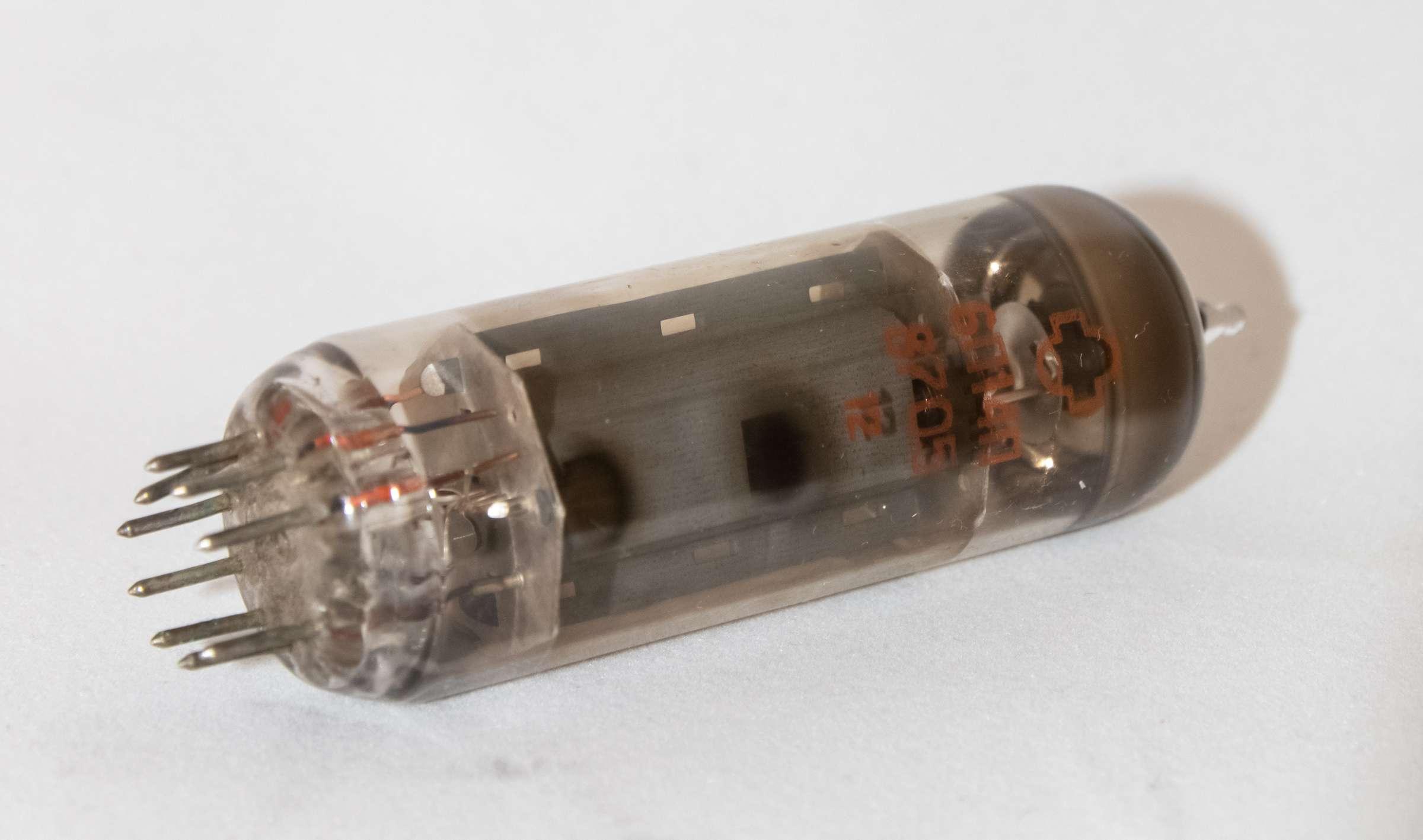 Внешний вид радиолампы 6П14П