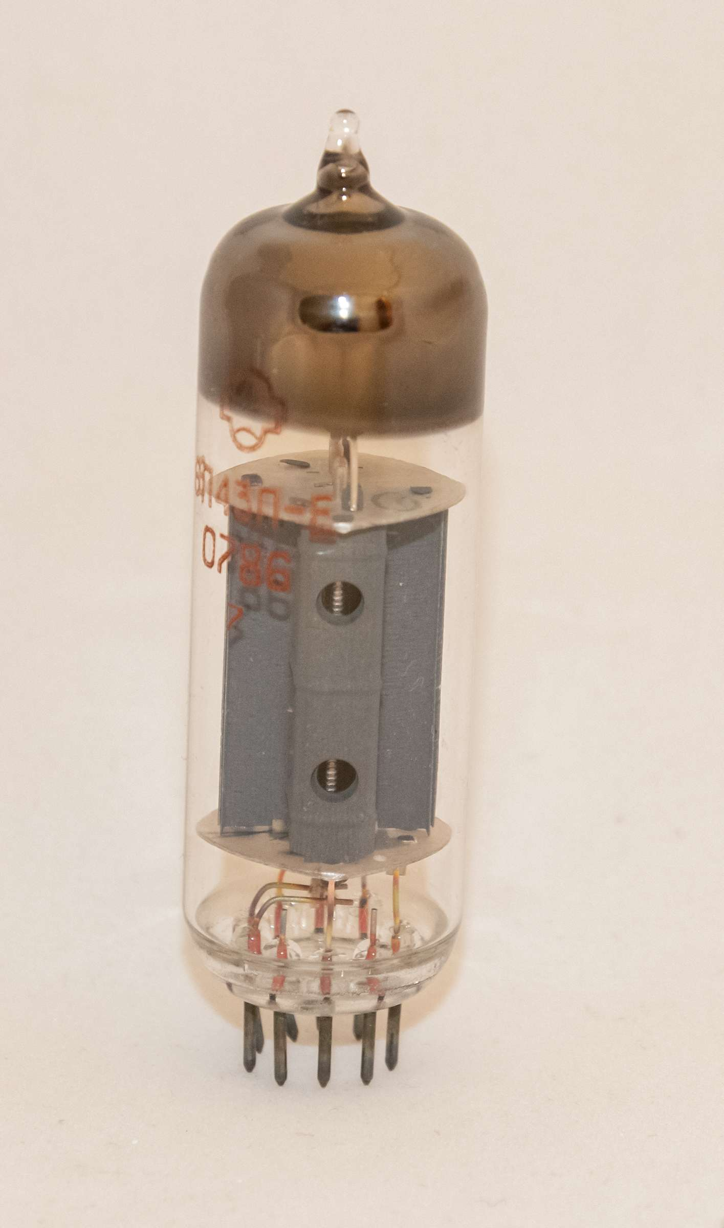 Внешний вид радиолампы 6П43П-Е