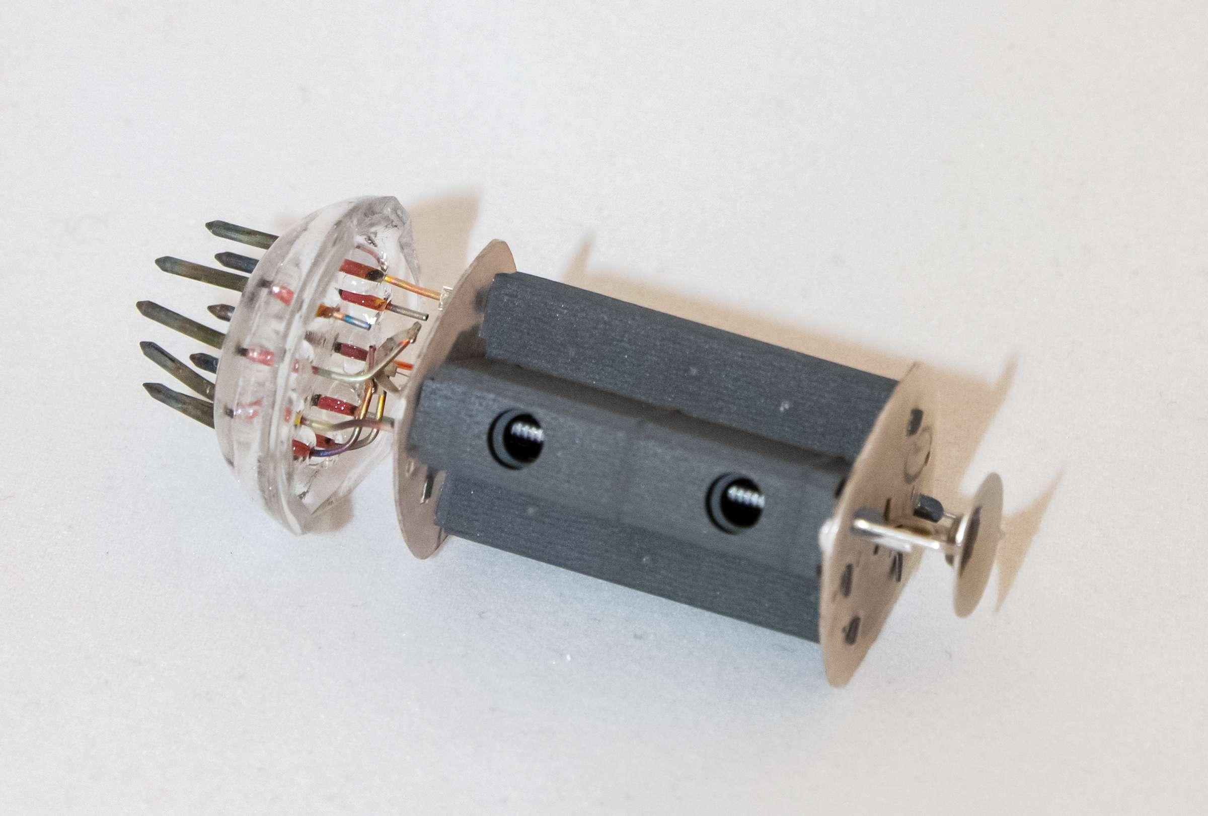 Внутреннее устройство радиолампы 6П43П-Е