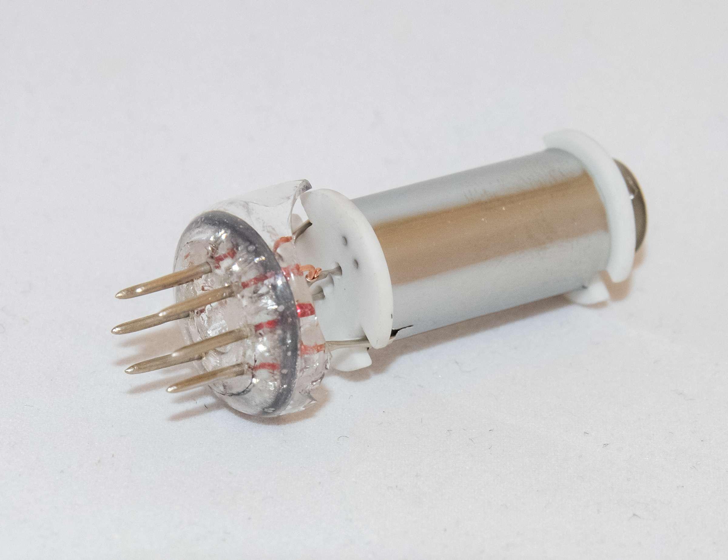 Внутреннее устройство радиолампы СГ15П-2