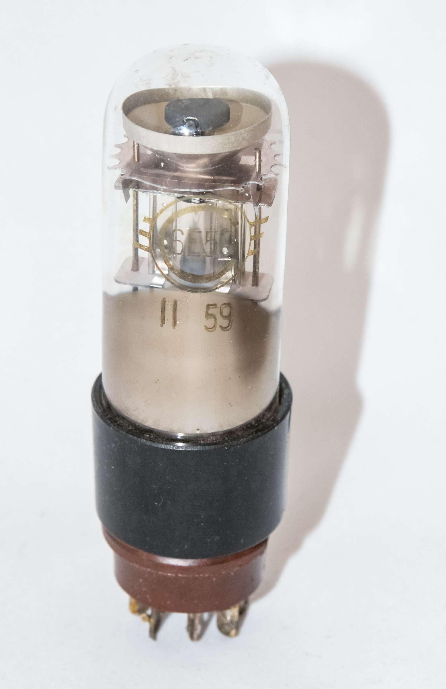 Внешний вид радиолампы 6Е5С