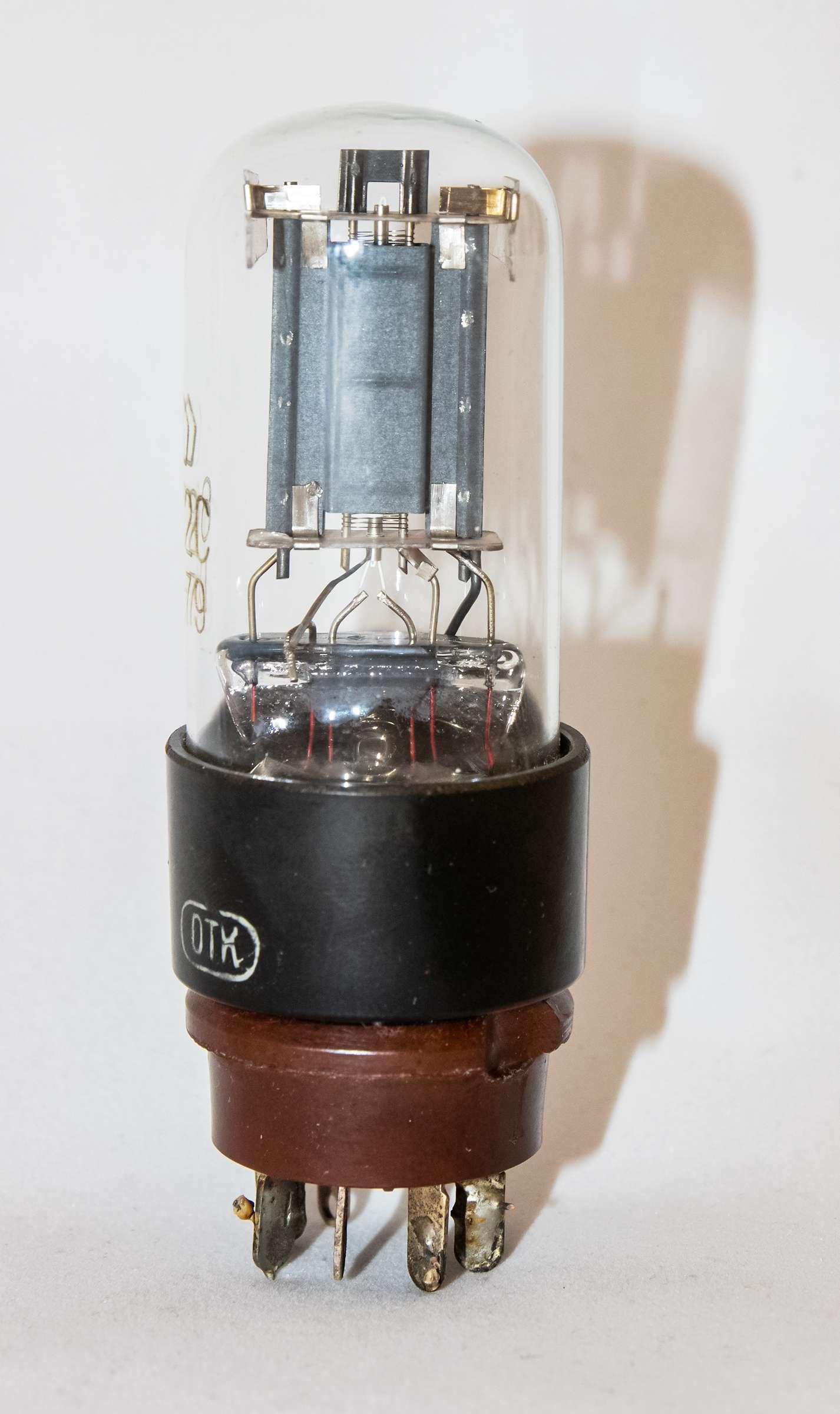 Внешний вид радиолампы 6С2С