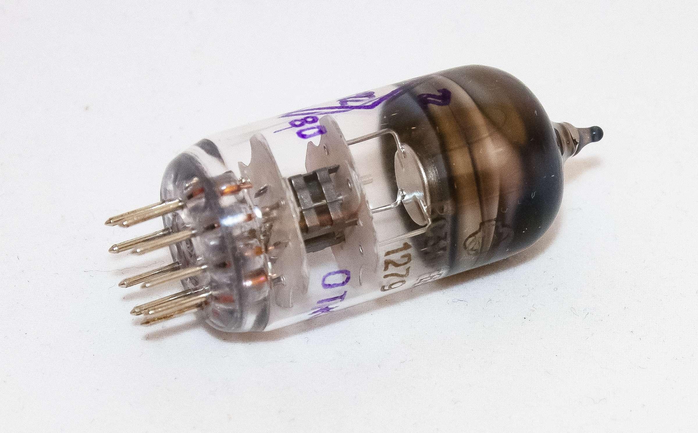 Внешний вид радиолампы 6С3П-ЕВ