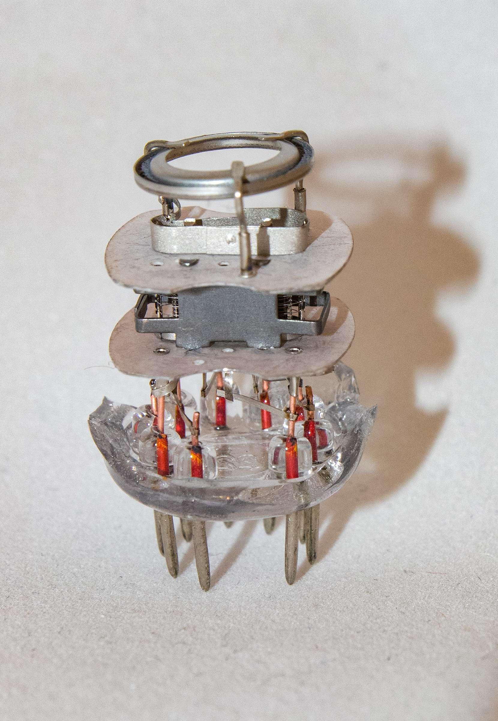 Внутреннее устройство радиолампы 6Ж9П