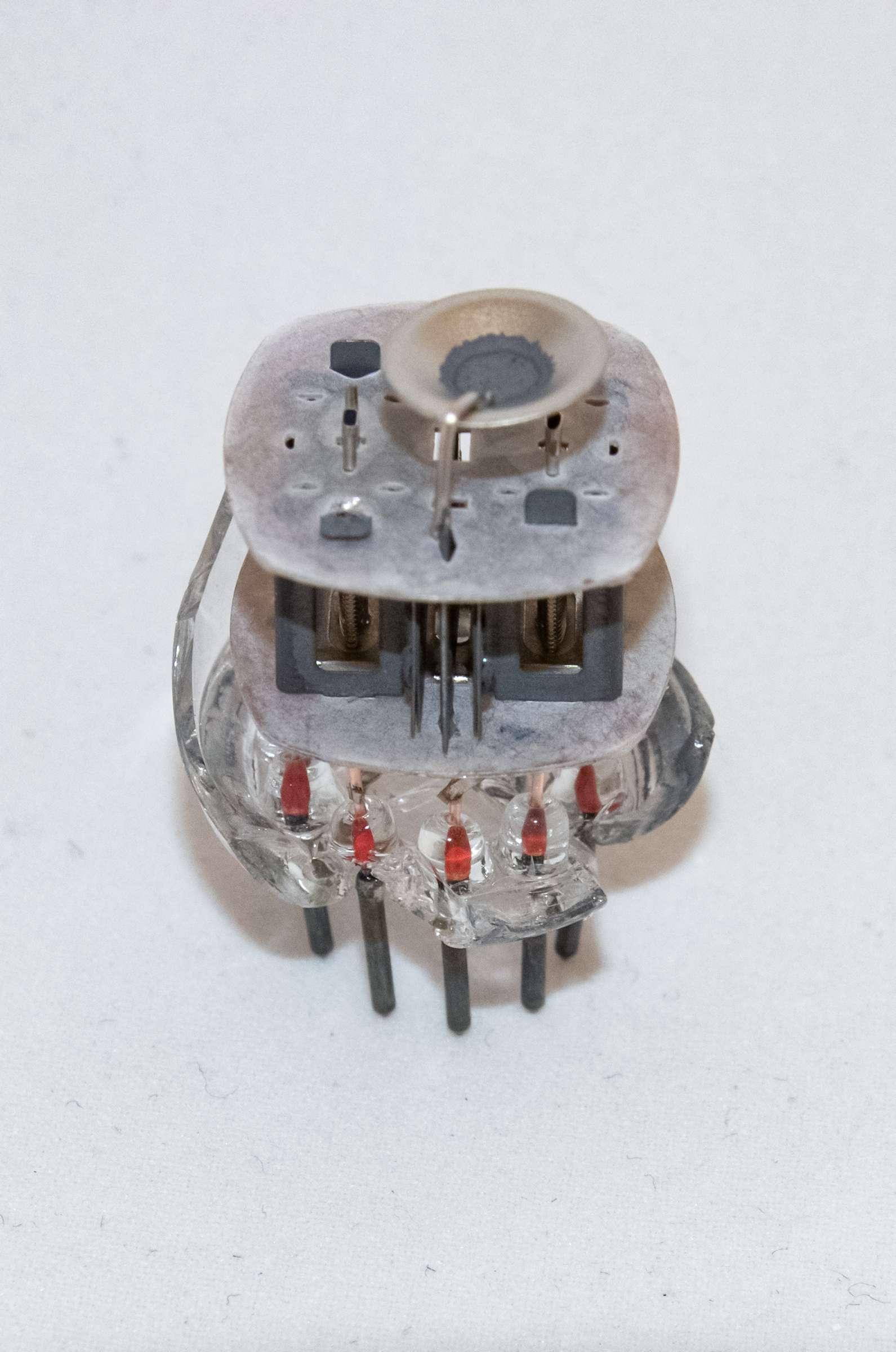 Внутреннее устройство радиолампы 6Н2П