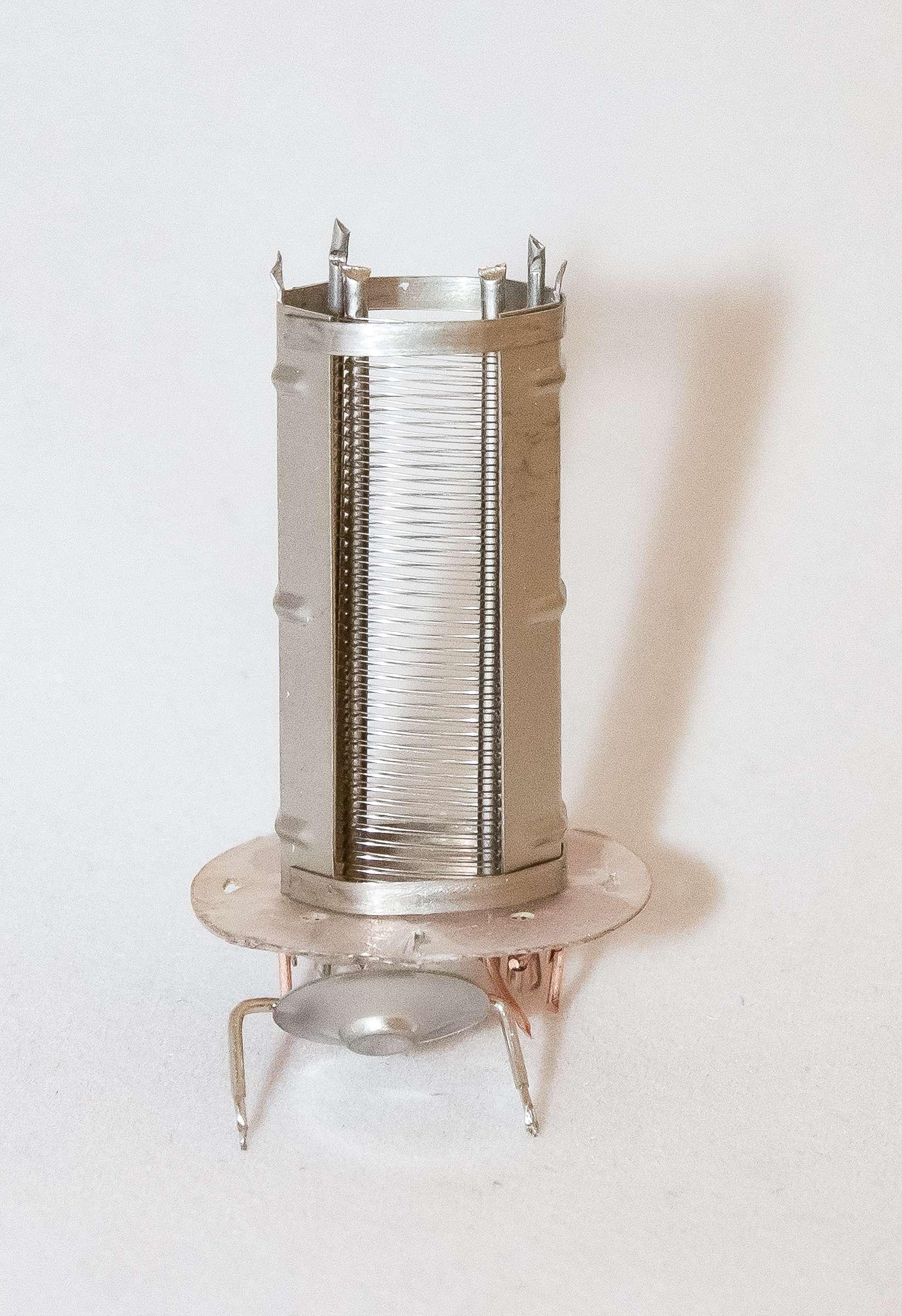 Внутреннее устройство радиолампы 6П1П