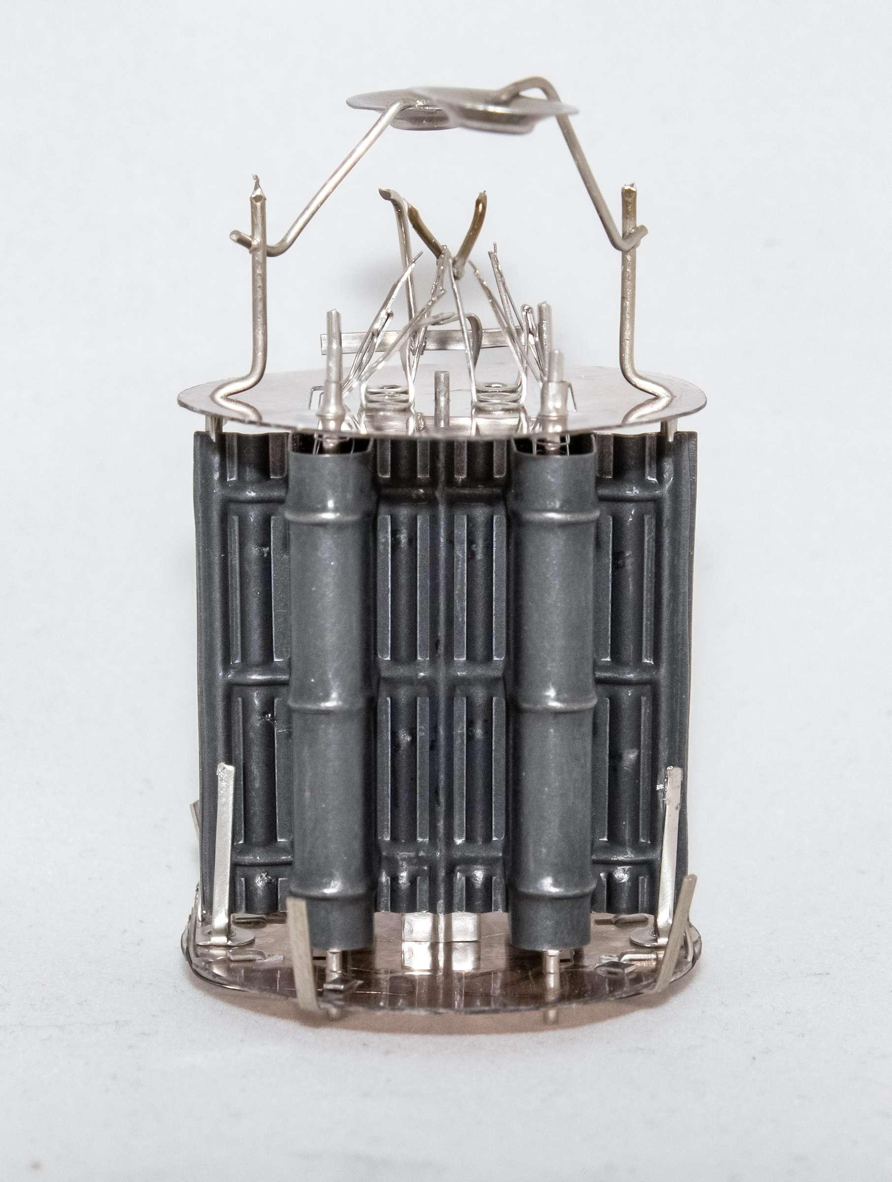 Внутреннее устройство радиолампы 6С4С