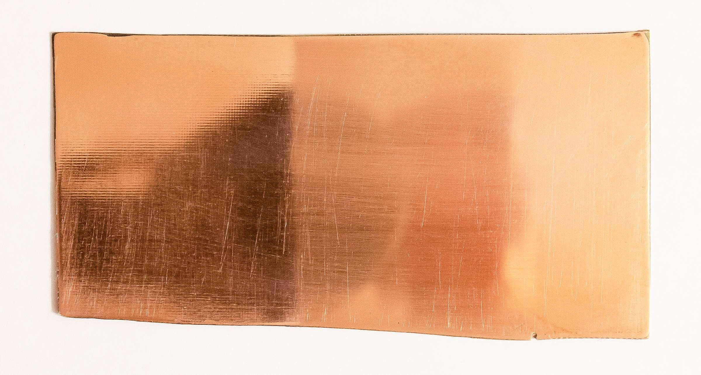 Внешний вид стеклотекстолита после полировки наждачной бумагой и пастой ГОИ